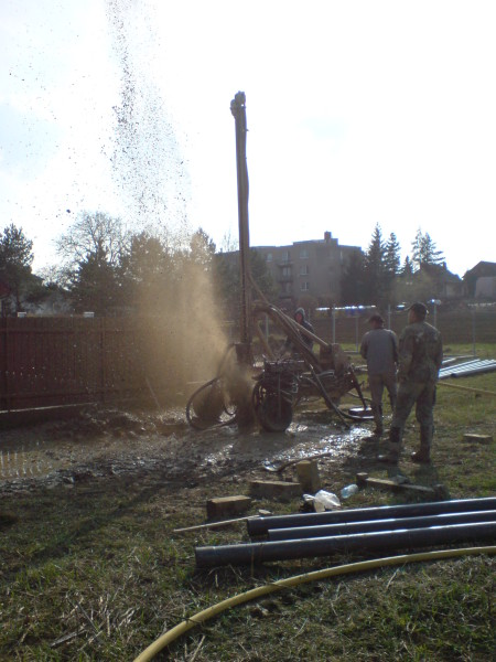 Fotky z vrtání studny